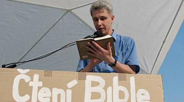 Celonárodní čtení Bible